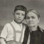 Дараган (Половик) Марфа Харитоновна с неизвестным мальчиком на руках