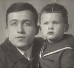 Слева— Левитанский Ярослав Михайлович, справа— его сын. Фото сделано вМоскве около 1960г.